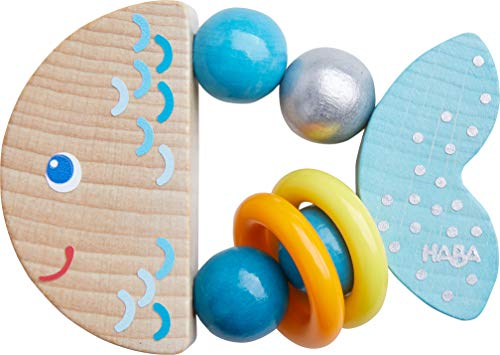 HABA 305582 - Juguete de agarre Klapperfisch, juguete para bebés de madera para niños a partir de 6 meses en forma de pez para promover la motricidad fina y la percepción, anillo de empuje en azul para bebés con efecto de sonajero