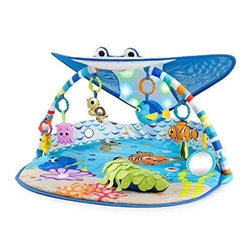 Alfombra de juego Bright Starts, Disney Baby, Finding Nemo con arco de juego, luces y más de 20 minutos de melodías, una marioneta de Dorie y mucho más