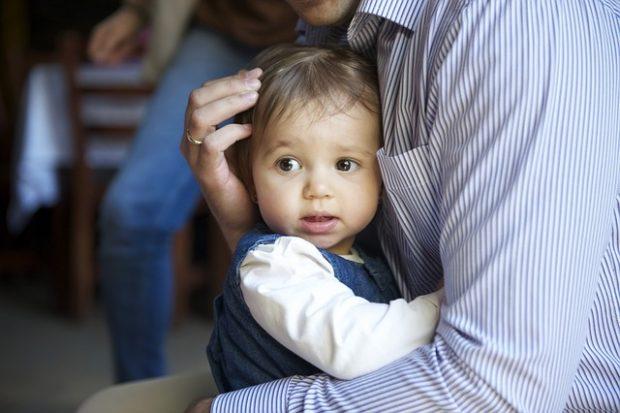 abrazo con niño