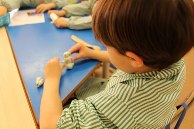 juego educativo con plastilina