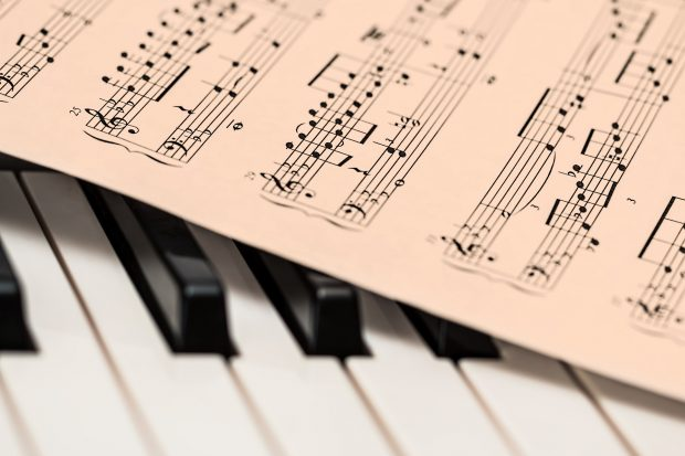 PARTITURA DE MUSICA Y PIANO